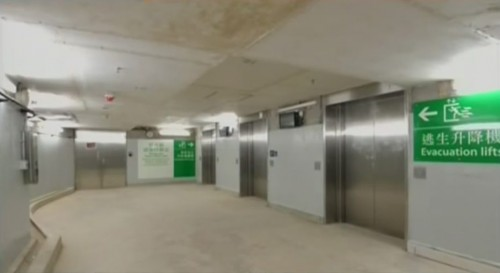 HKU station: emergency refuge area at the lift-only entrance